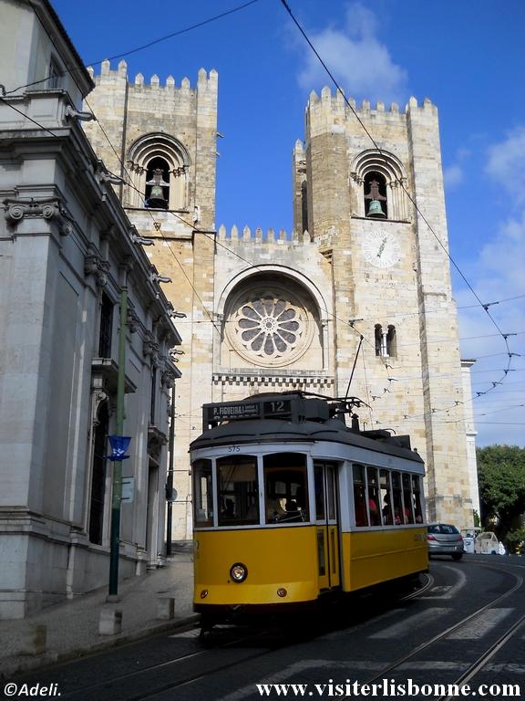 Tramway 12 et cathédrale de Sé