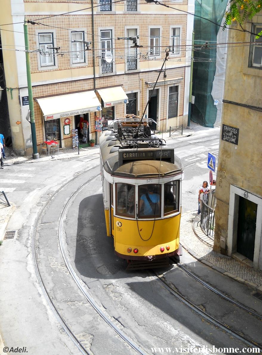 Tramway 28 - Eléctrico 28E - Alfama - Lisbonne