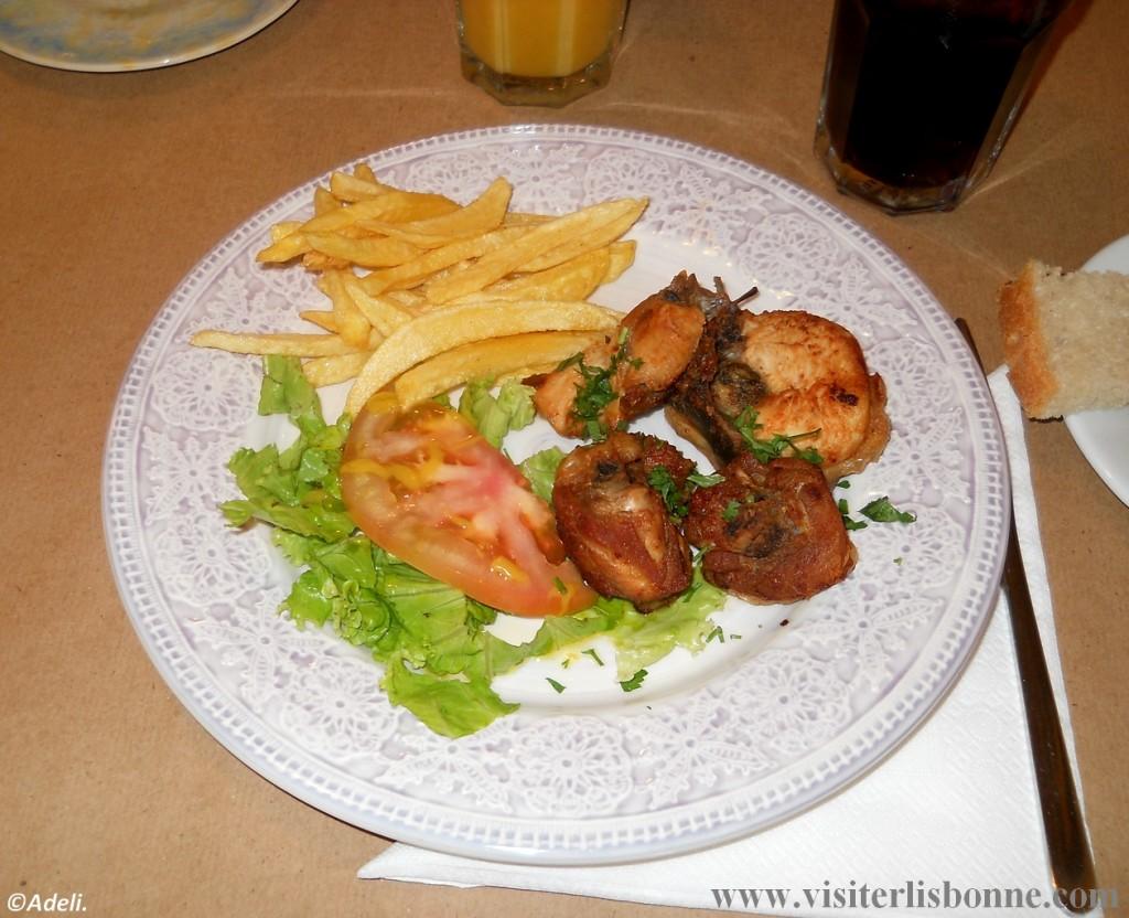 Quermesse Restaurante - plat porc frites salades - Lisbonne